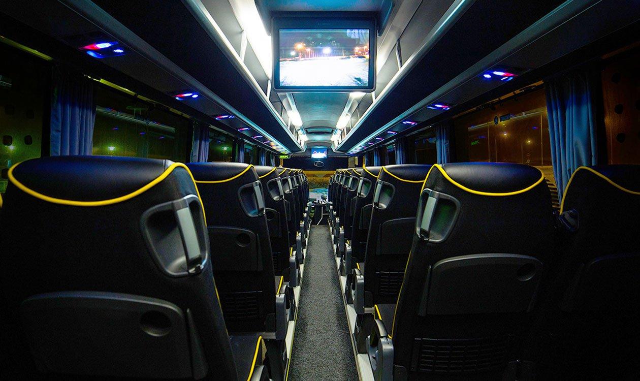 Bussit ovat hyvin varusteltuja ja turvallisia matkustaa.